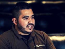 Trabaja como embalsamador en una funeraria de Mexicali